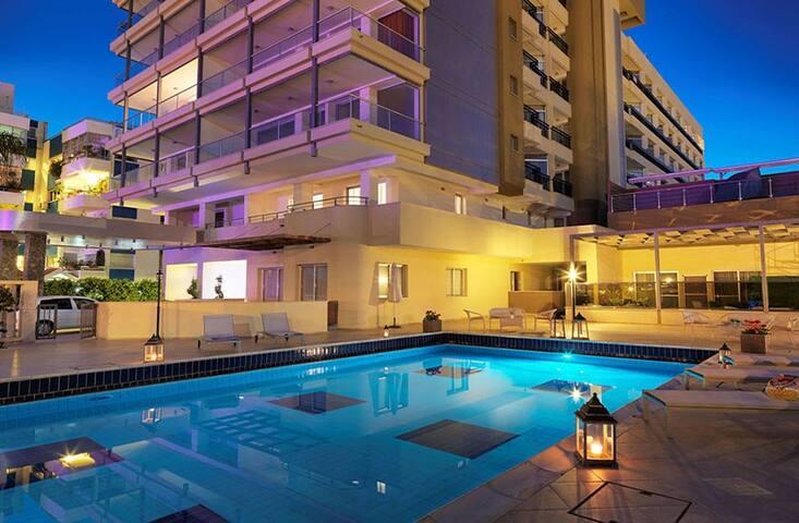 Beachfront 1 BR APT - With communal swimming pool