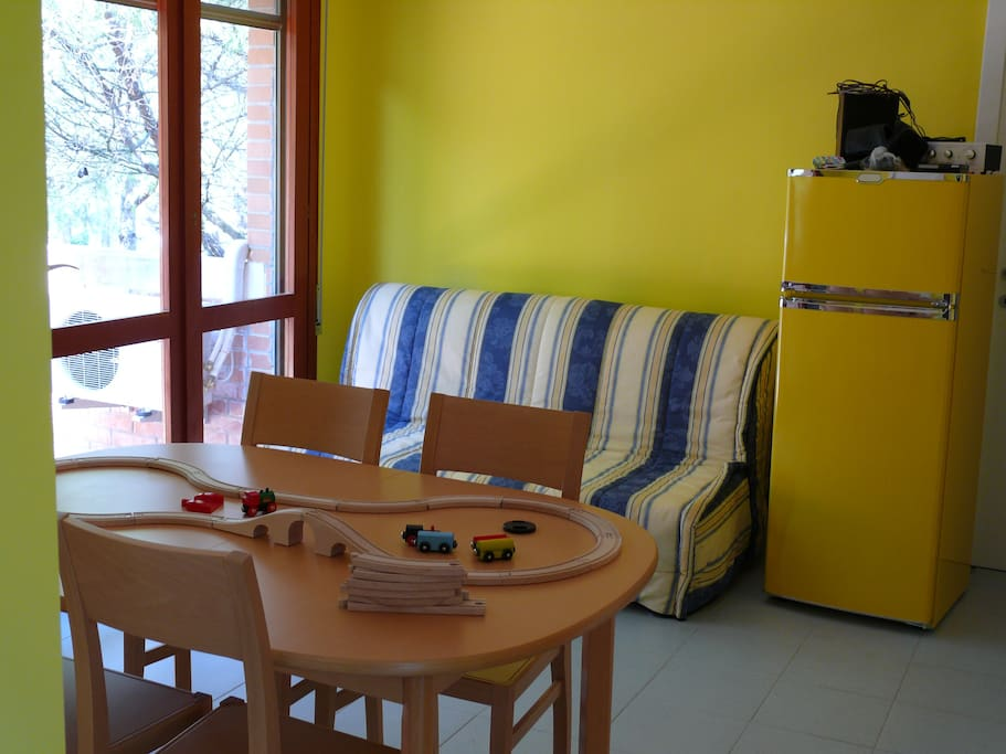 Dinig room with 2 bed sofa