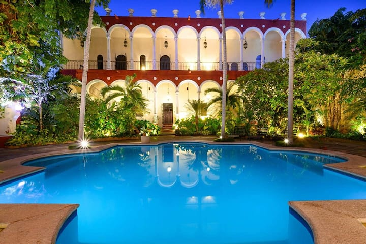 Restored Mansion in the heart of Merida (1)