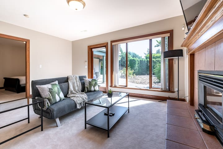 Lovely West Vancouver private basement suite for 4