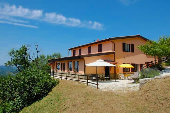 Agriturismo in the Appenines with covered swimming pool and jacuzzi