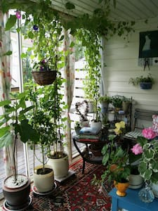 Lovely garden close to Tyresta Nationalpark - Haninge Municipality - 아파트