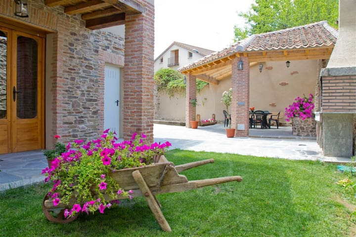 Beautiful rural house in Segovia - Migueláñez - Huis
