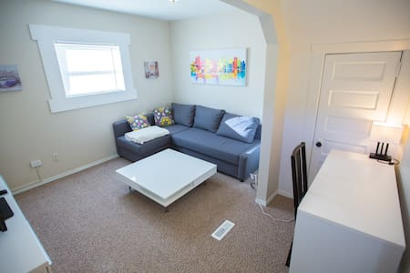 Fully Furnished 1 Bedroom Suite (2) - Moose Jaw