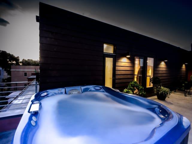 Beachside Penthouse: Hot Tub + Parking, Sleeps 11