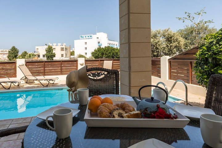 Pernera Sunrise Villa, 2 bed Villa with pool,wifi