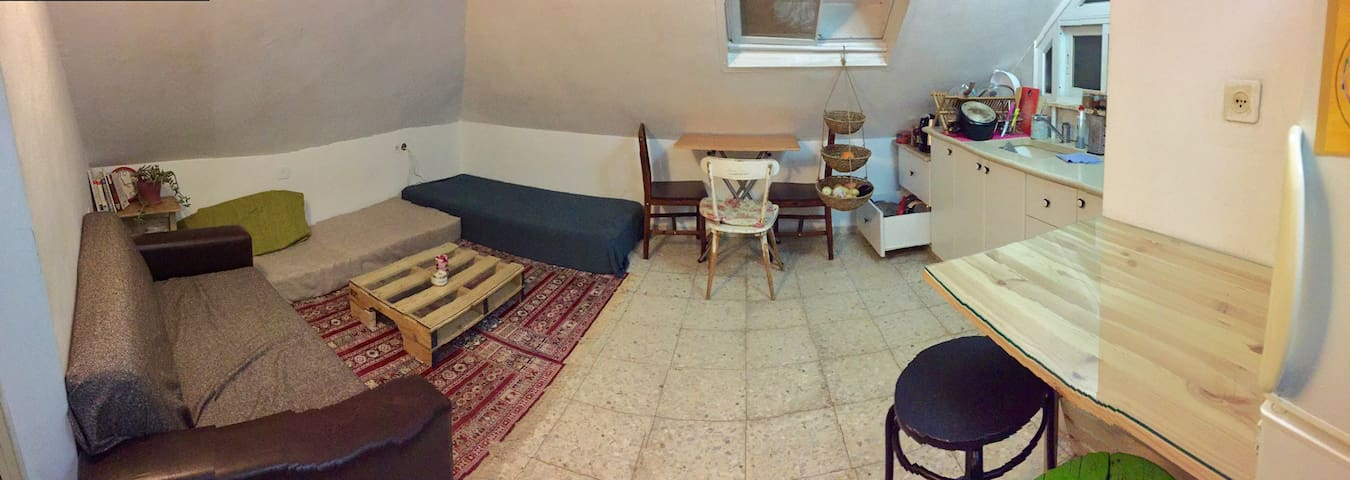Enjoy  Jerusalem with a room right in the center - Jerusalem - Flat