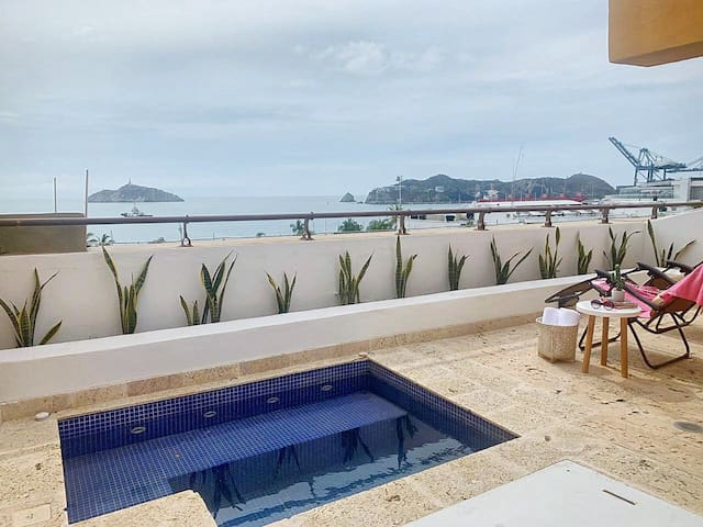 NEW! Ocean Front View Luxury Triplex w/jacuzzi 2BR