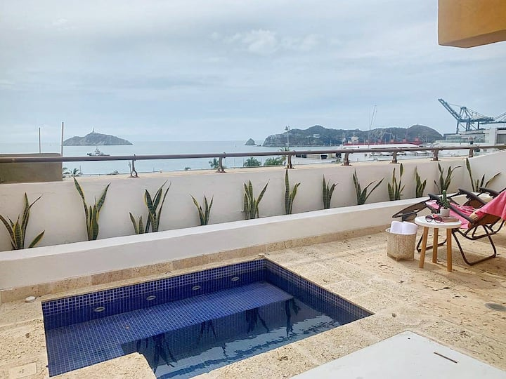 NEW! Ocean Front View Luxury Triplex w/jacuzzi 2BR