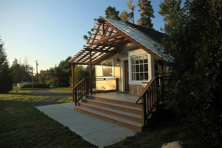 FIRST RESPONDERS ONLY: MENDOCINO COUNTRY COTTAGE
