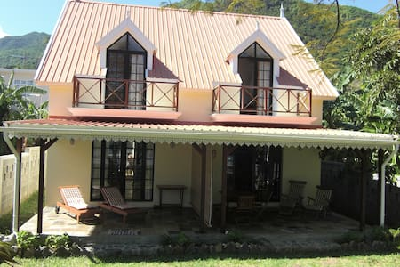 Mauritius Beach Cottage & Surfing - Le Morne - House