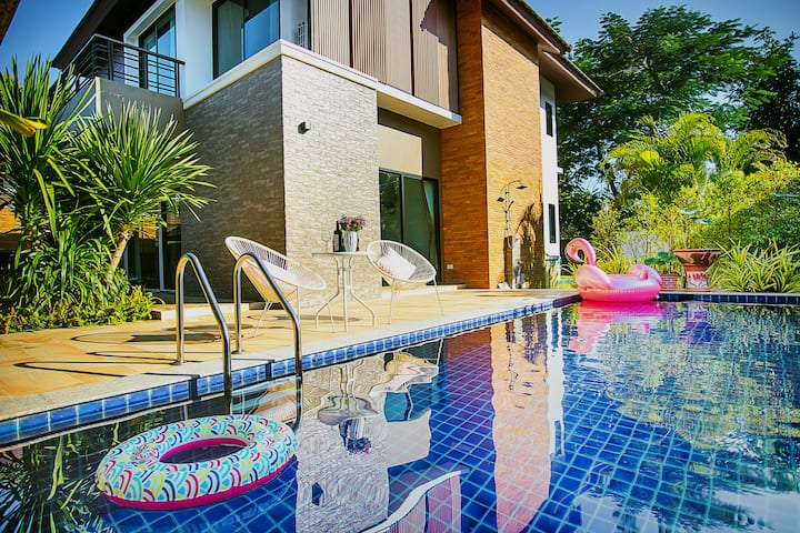 Animal house-金狮岛,Fashion泳池大别墅,含专属每日十小时包车服务,距机场15分钟