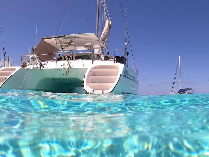 Nuit sur l'eau, en catamaran. Lagon Raiatea/Taha'a