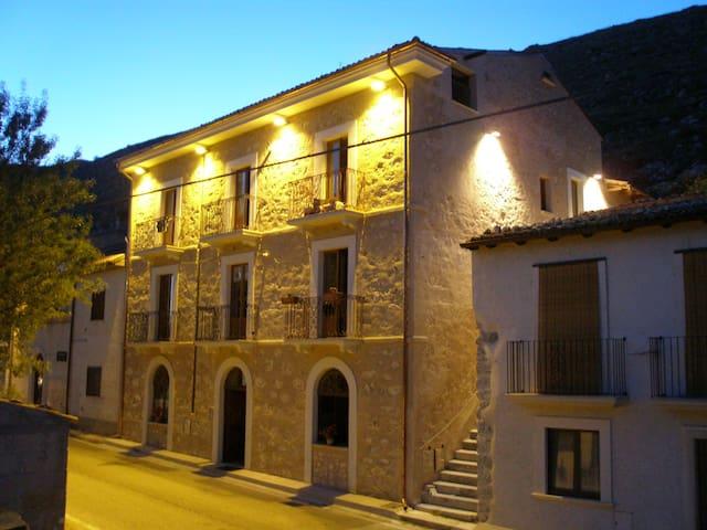 AMALIA'S POST HOUSE - Santo Stefano di Sessanio - Apartment