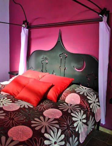 Unique King sized bed 180 X 200 cm