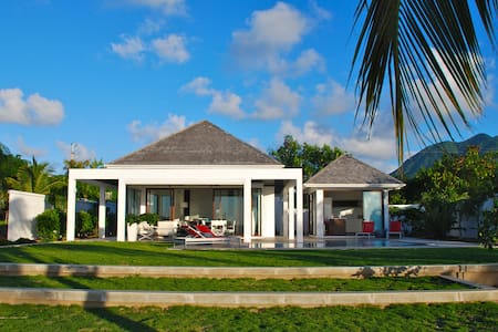 Zenith Nevis Private Beach House - New Castle - บ้าน