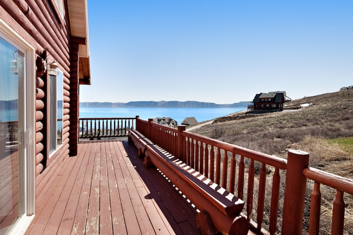 Cabin w/ scenic views, access to shared pool, hot tub, & sports courts