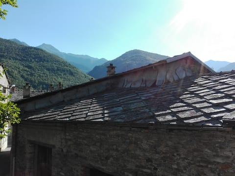 Alloggio montano in Val Pellice - casa blu -