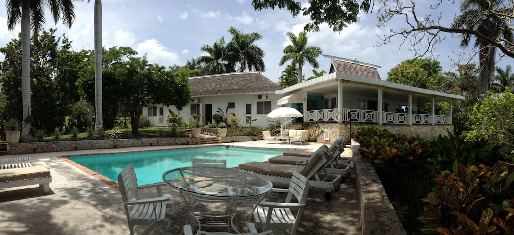 Amazing 3-Bedroom Villa with Chef Included