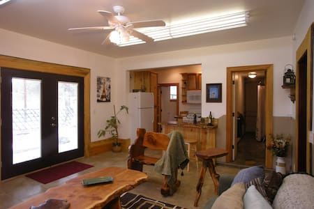 Woodworkers Cottage-1bd Guest house - Flagstaff