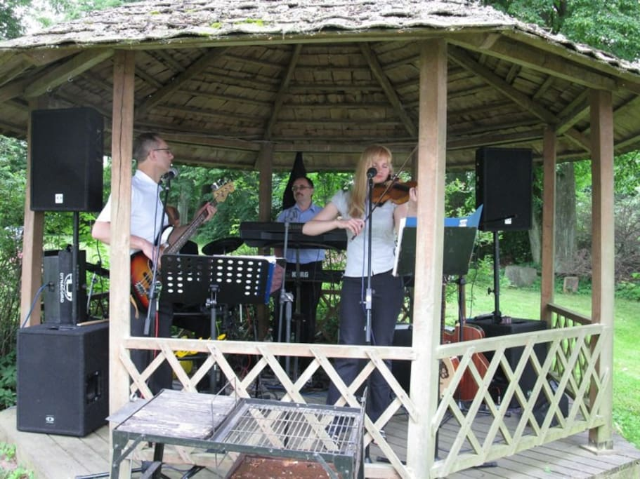 Events: Live Music in the Garden