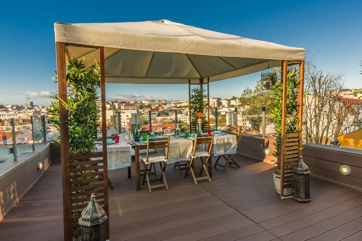 Lisbon4Real: Deluxe 3BR Rooftop in Principe Real