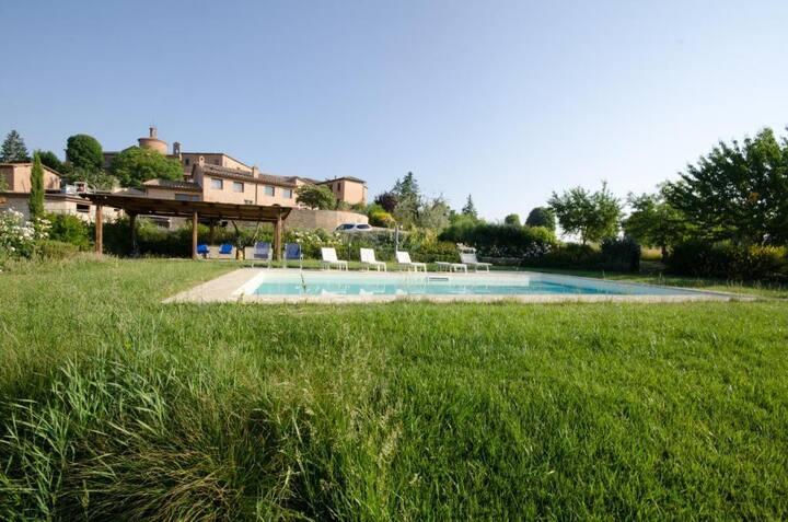 LaProdaia-Rosmarino-piscina a due passi da Siena