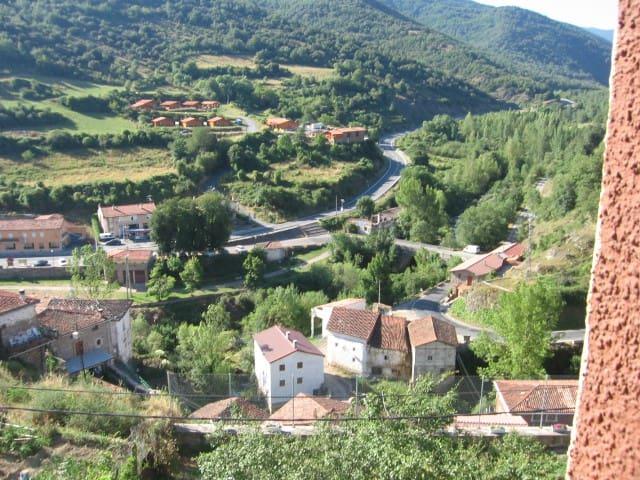 Landhaus in urspanischer Landschaft - Villanueva de Cameros