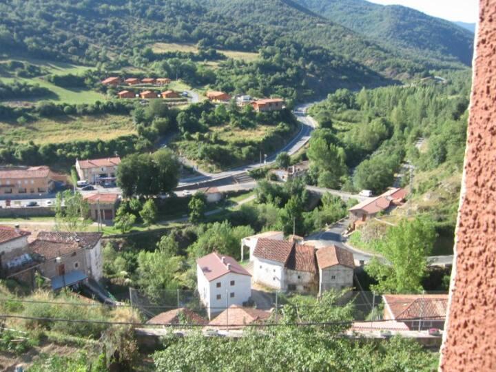 Landhaus in urspanischer Landschaft