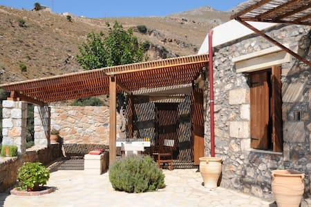 Traditional stone house South Crete - レシムノン - 一軒家