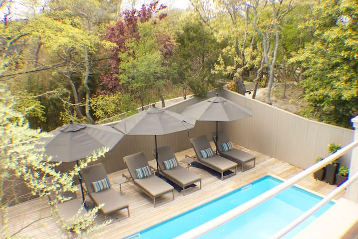 Modern, renovated Pines 4bdrm, htd pool, hottub