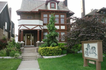 near motown museum h. ford hospital wayne state. - Detroit - Bed & Breakfast