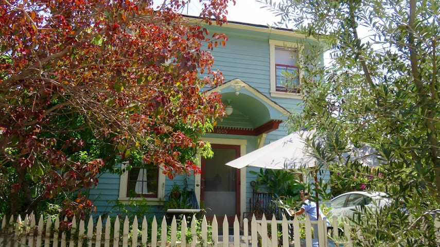 Charming Angelino Hts. Cottage, w/Private Parking!