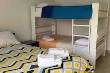 Dormitorio #2 has a full (2 plaza) and two twin (1.5 plaza) beds. Works perfect when mom and dad want to have the youngest kids near them.