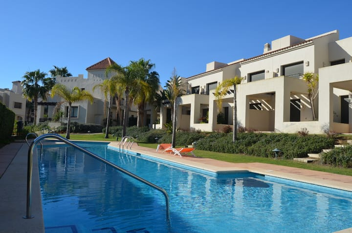 Townhouse, satellite tv, pool, golf resort