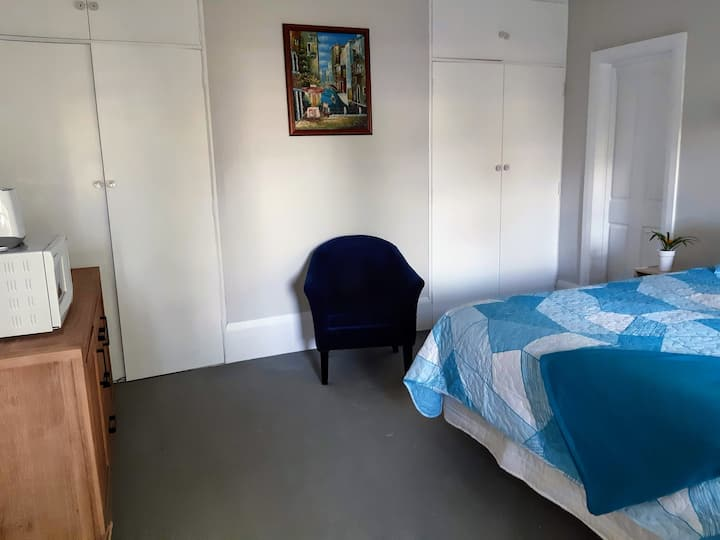 Spacious Private Room with New Ensuite.
