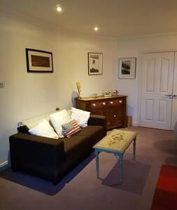 Malahide. Two double bedrooms. - Malahide - House