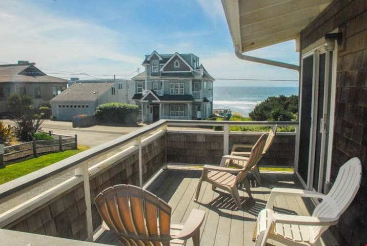 Pacific Paradise - Exceptional Location Just Steps from Roads End State Park and Beach!