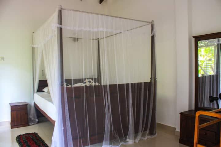 Jaya's Garden Front Villa | DBL Room 1
