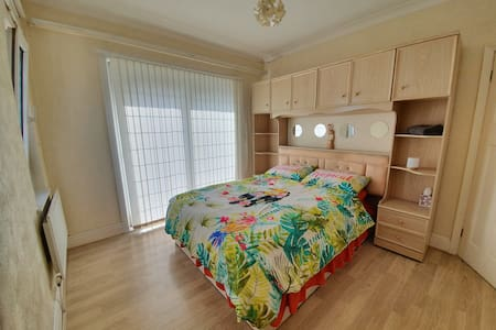 Double Room in City Centre Sea View House 3