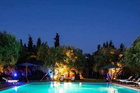 Douarna, bungalow dans grande propriété - Marrakech