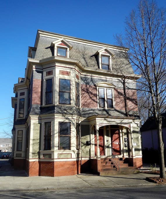 Spacious bedroom in historical west end apartment apartments for rent in providence rhode for 3 bedroom apartments in providence