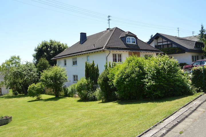On the ground floor situated apartment with terrace and facilities for children