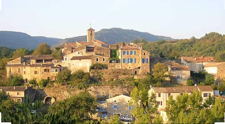 Maison Rénovée dans  Village Pittoresque Ardéchois