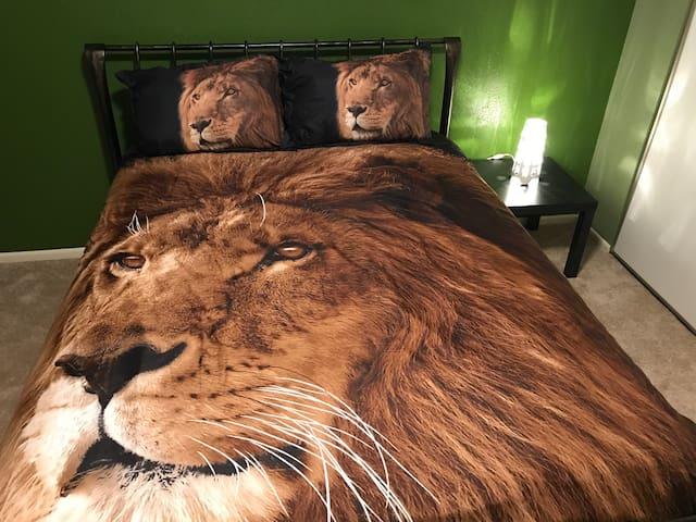 Private room (Lion Room)  in NE San Antonio