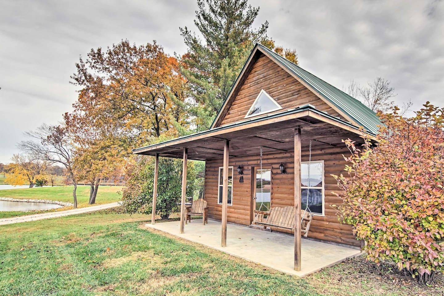 'Peaceful Potters Cabin'  is a vacation rental cabin at Cedar Creek Lodge.