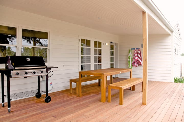 Sorrento Beach Cottages 1