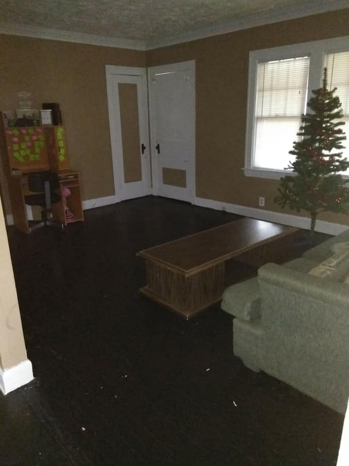 Clean and comfortable space, Cleveland Area
