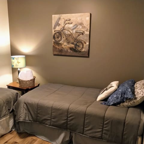 Spare bedroom (on the 2nd floor) with two single beds.