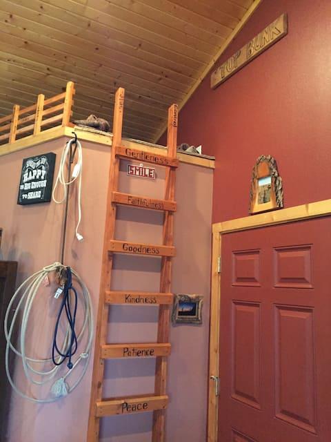 Custer Canyon Ranch TOP BUNK